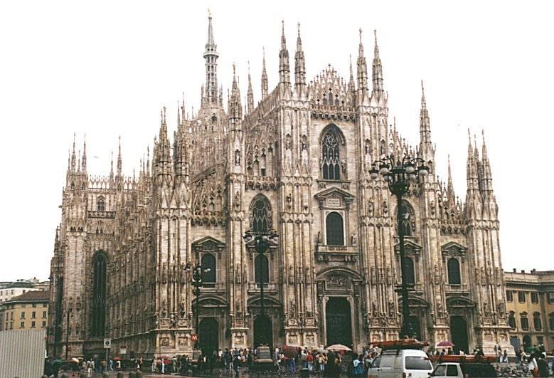 Edifices religieux - Page 8 Milan11