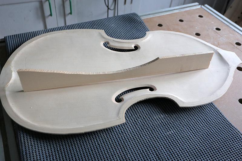Basse de viole en noyer et à six cordes - Page 6 06_nov26