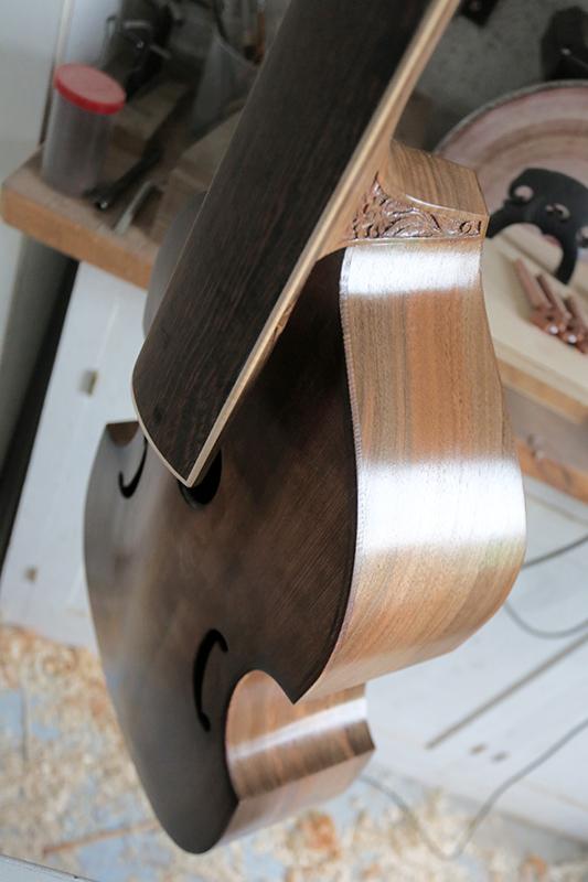 Basse de viole en noyer et à six cordes - Page 9 21_nov15