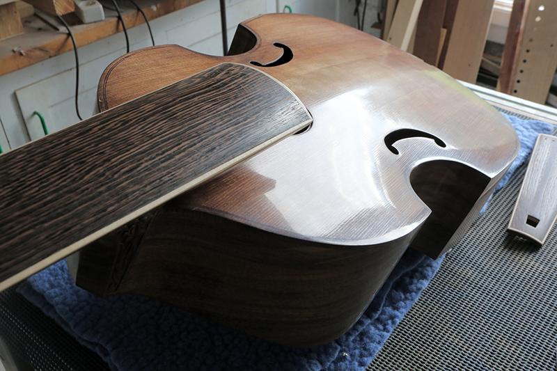 Basse de viole en noyer et à six cordes - Page 9 22_nov14