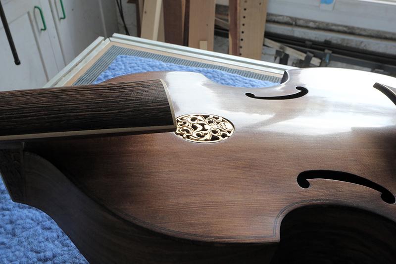 Basse de viole en noyer et à six cordes - Page 9 22_nov16