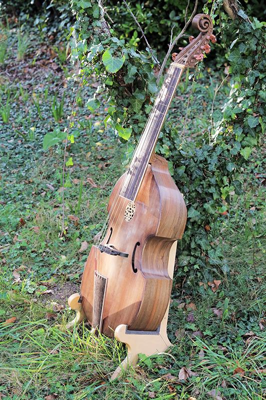 Basse de viole en noyer et à six cordes - Page 10 23_nov26