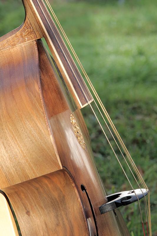 Basse de viole en noyer et à six cordes - Page 10 23_nov27
