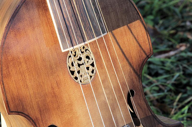 Basse de viole en noyer et à six cordes - Page 10 23_nov30