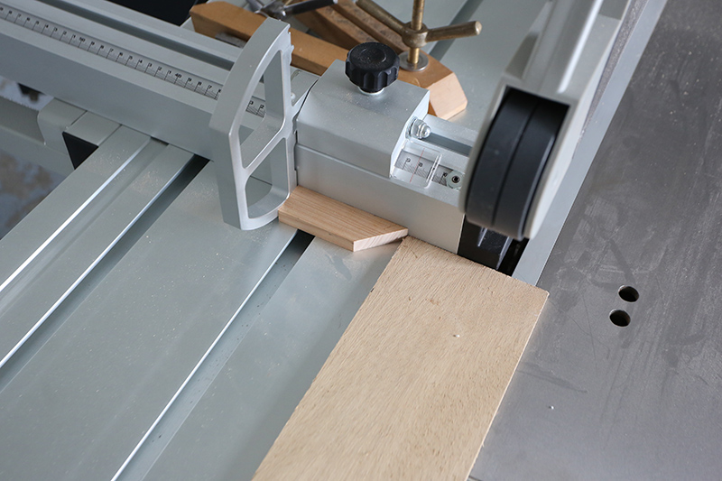 [Fabrication] Guide de coupe angulaire pour scie à format II - Page 3 27_jui22