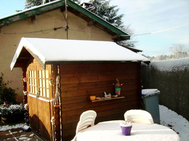 Petite cabane sous la neige, Piscine enneigé  Cabane11