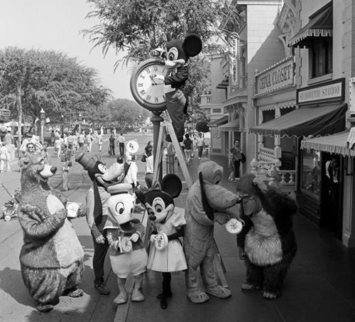 Mickey reminds everyone to spring forward Tcc10710