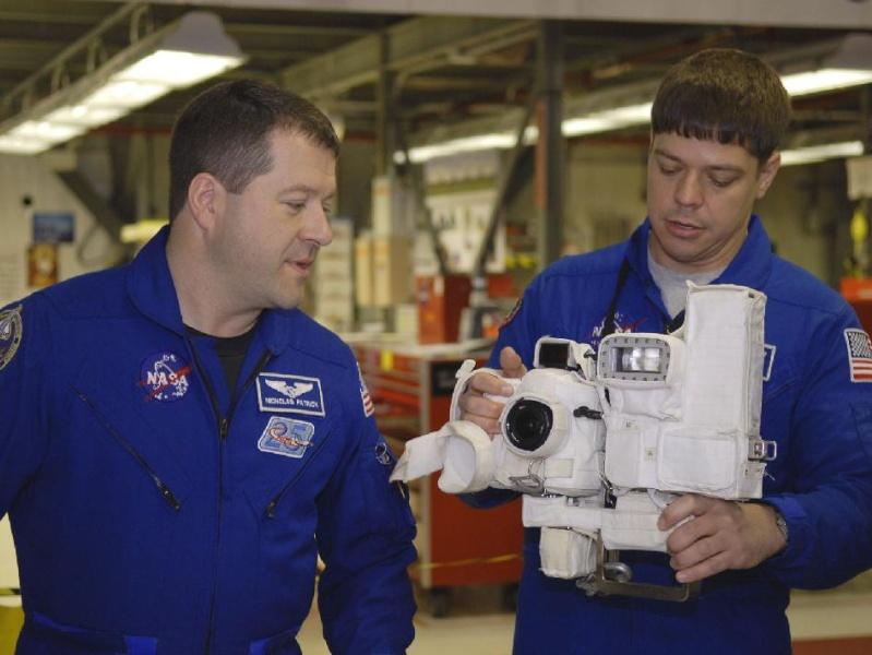 [STS-130] Endeavour : fil dédié au suivi de l'EVA#1 Behnken & Patricks 41059110