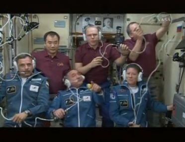 ISS : Amarrage de Soyouz TMA-18 le 4 avril 2010 - Page 2 Capt_101