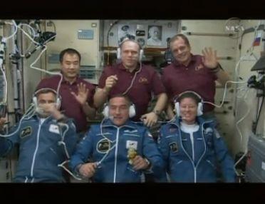 ISS : Amarrage de Soyouz TMA-18 le 4 avril 2010 - Page 2 Capt_102