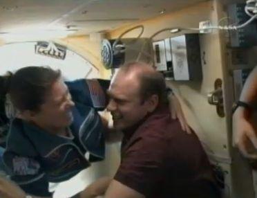 ISS : Amarrage de Soyouz TMA-18 le 4 avril 2010 - Page 2 Capt_103