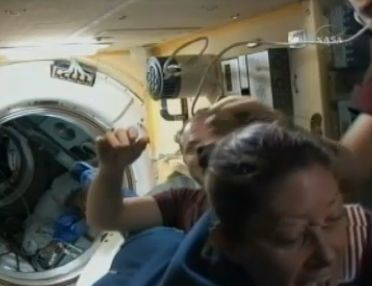 ISS : Amarrage de Soyouz TMA-18 le 4 avril 2010 - Page 2 Capt_104