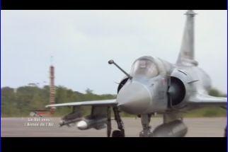 Mardi 23 mars sur FR2 En vol avec l'armée de l'air ( reportage sur le tir d'une ariane 5) Capt_135