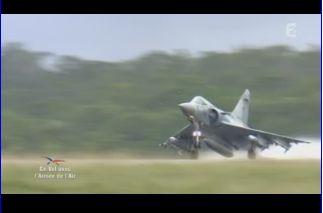 Mardi 23 mars sur FR2 En vol avec l'armée de l'air ( reportage sur le tir d'une ariane 5) Capt_136
