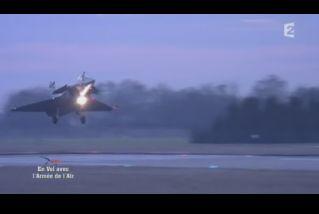 Mardi 23 mars sur FR2 En vol avec l'armée de l'air ( reportage sur le tir d'une ariane 5) - Page 2 Capt_168