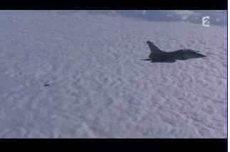 Mardi 23 mars sur FR2 En vol avec l'armée de l'air ( reportage sur le tir d'une ariane 5) - Page 4 Capt_184