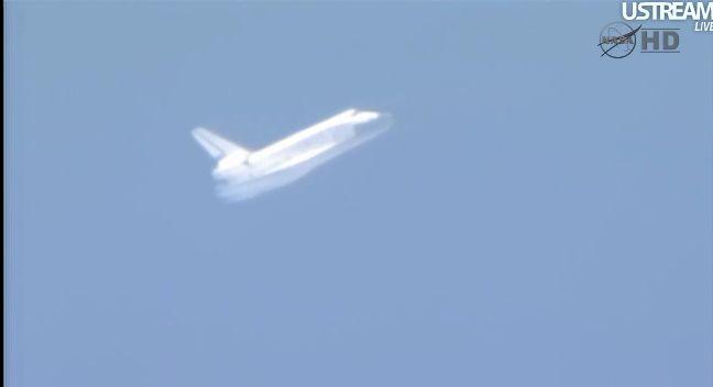[STS-133] Discovery: Retour sur terre 09.03.2011 - Page 4 Capt_252