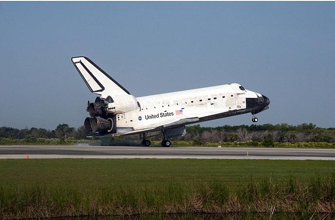 [STS-131] Discovery : Retour sur terre  20/04/2010 - Page 13 Ksc1_b10