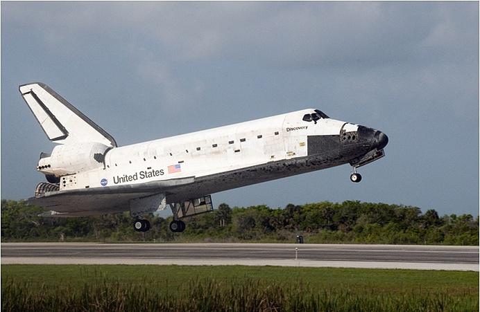 [STS-131] Discovery : Retour sur terre  20/04/2010 - Page 13 Ksc2_b10