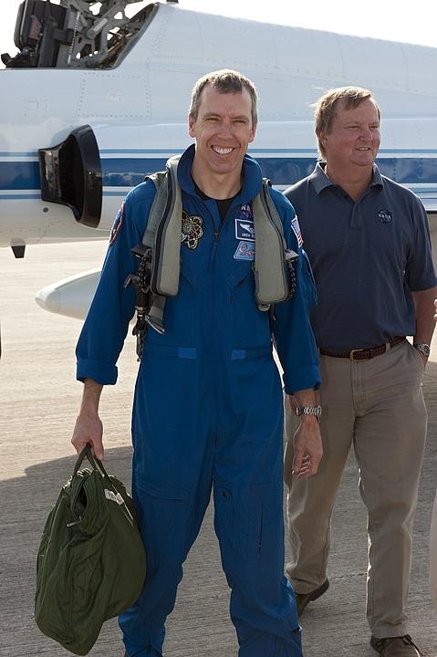 [STS-134] Endeavour : Préparatifs lancement le 29/04/2011 - Page 12 Sans1052