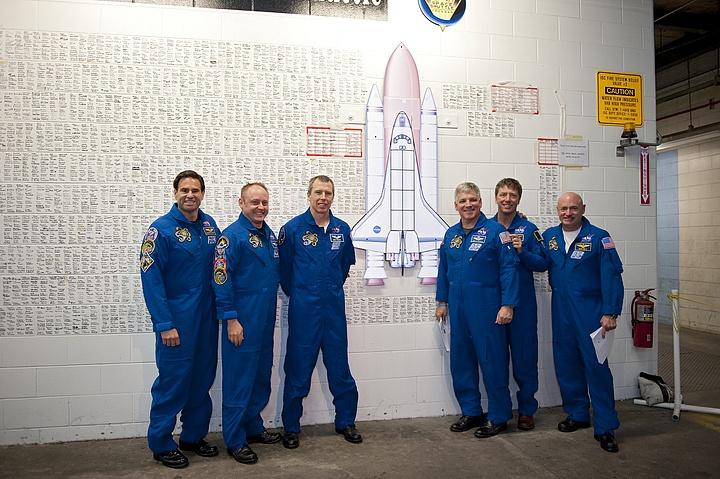 [STS-134] Endeavour : Préparatifs lancement le 29/04/2011 - Page 12 Sans1077