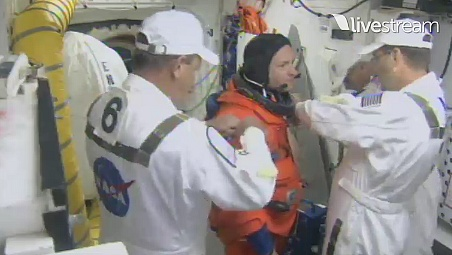 [STS-134] Endeavour : Préparatifs lancement le 29/04/2011 - Page 12 Sans1082