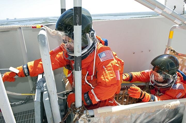[STS-134] Endeavour : Préparatifs lancement le 29/04/2011 - Page 12 Sans1087