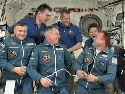 ISS: Expédition 27 Sans1102