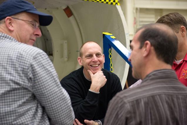 [STS-131] Discovery : préparatifs - Page 4 Sans_150
