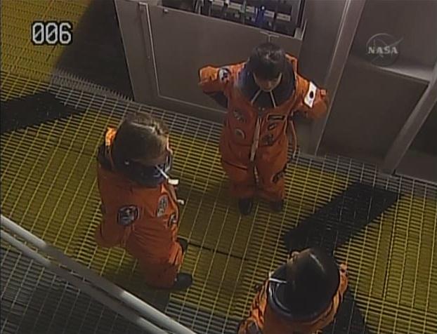 [STS-131 /ISS19A] Discovery fil dédié au lancement (05/04/2010) - Page 6 Sans_197