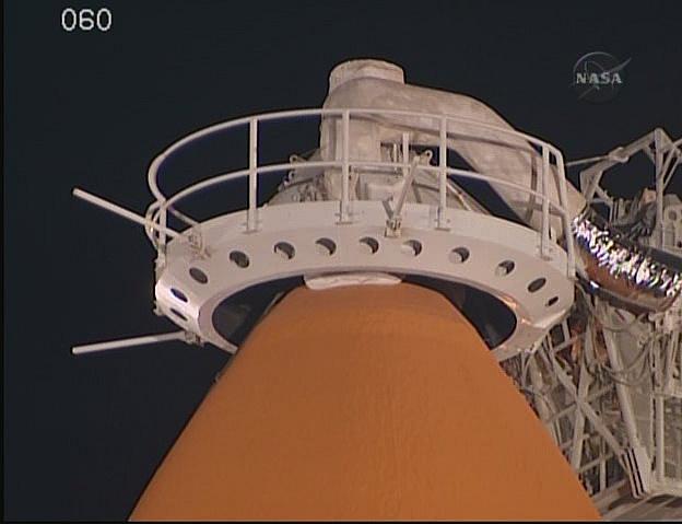 [STS-131 /ISS19A] Discovery fil dédié au lancement (05/04/2010) - Page 12 Sans_230