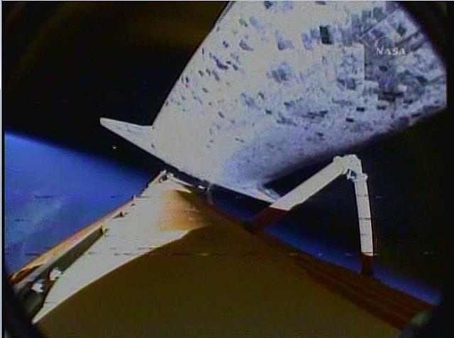 [STS-131 /ISS19A] Discovery fil dédié au lancement (05/04/2010) - Page 16 Sans_240
