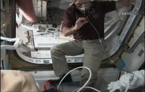 [STS-131 / ISS19A] Discovery : déroulement de la mission - Page 6 Sans_271