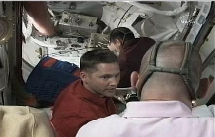 [STS-131 / ISS19A] Discovery : déroulement de la mission - Page 6 Sans_273