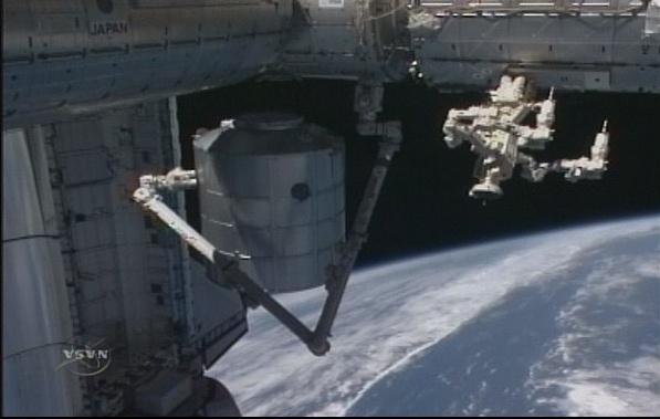 [STS-131 / ISS19A] Discovery : déroulement de la mission - Page 7 Sans_283