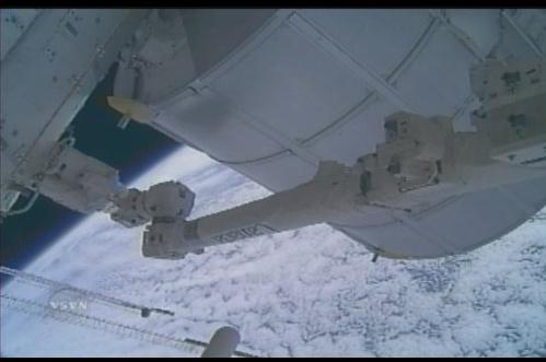 [STS-131 / ISS19A] Discovery : déroulement de la mission - Page 12 Sans_353