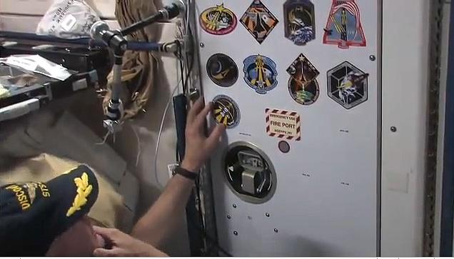 [STS-131 / ISS19A] Discovery : déroulement de la mission - Page 22 Sans_418