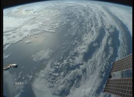 [STS-131 / ISS19A] Discovery : déroulement de la mission - Page 22 Sans_421