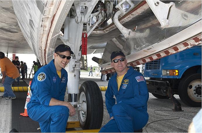 [STS-131] Discovery : Retour sur terre  20/04/2010 - Page 14 Sans_468