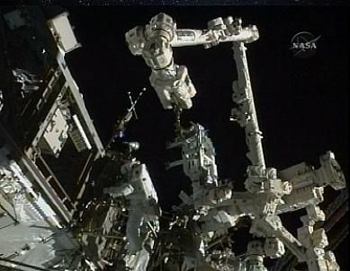[STS-132] Atlantis : EVA 1, Reisman et Bowen. - Page 2 Sans_608