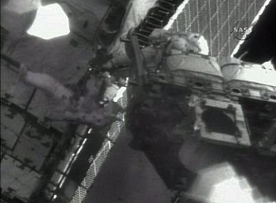 [STS-132] Atlantis : EVA 2, Steve Bowen et Mike Good. Sans_621