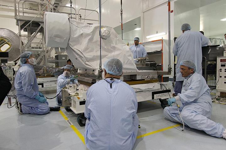 [STS-134] Endeavour : Préparatifs lancement le 29/04/2011 - Page 2 Sans_792