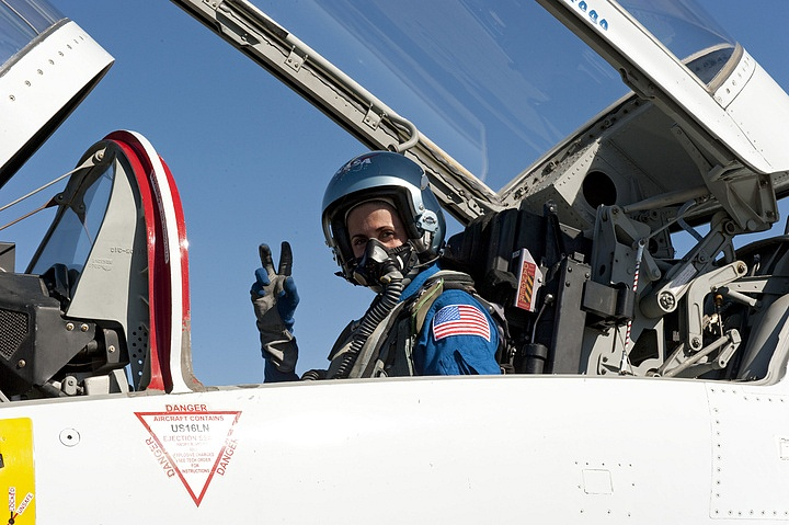 [STS-133]: suivi du lancement prévu le 03.12.2010 - Page 4 Sans_836