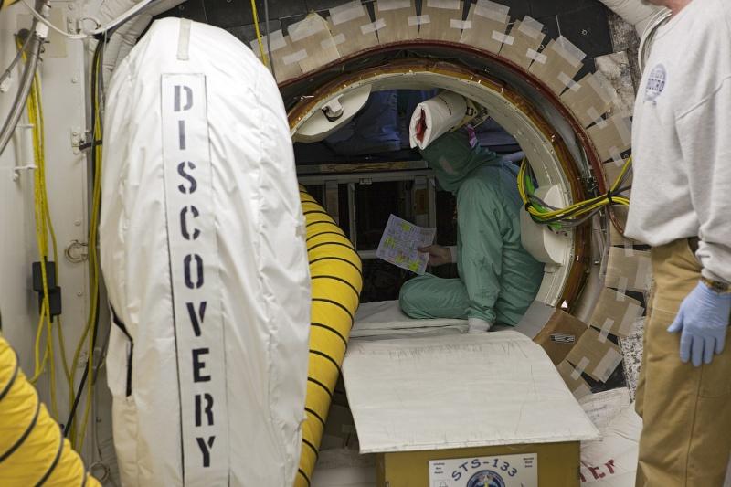 [STS-133] Discovery : Préparatifs (Lancement prévu le 24/02/2011) - Page 25 Sans_931