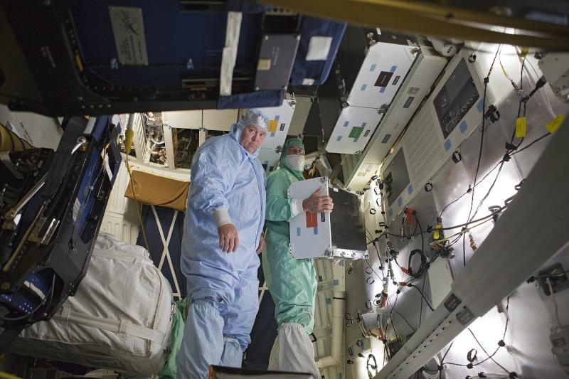[STS-133] Discovery : Préparatifs (Lancement prévu le 24/02/2011) - Page 25 Sans_933