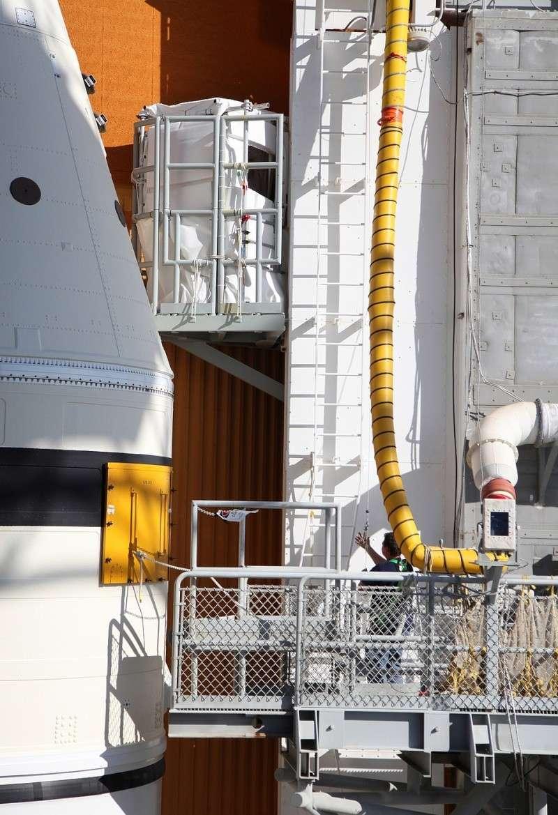 [STS-133] Discovery : Préparatifs (Lancement prévu le 24/02/2011) - Page 25 Sans_938