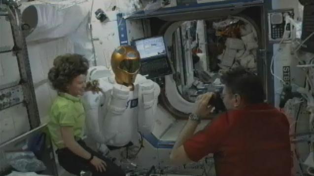 "Le ""Robonaute"" de la NASA - Page 3 Sans_983"