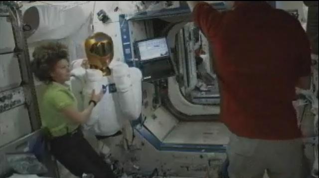 "Le ""Robonaute"" de la NASA - Page 3 Sans_984"
