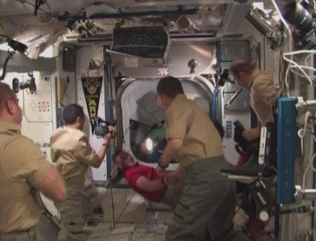 [STS-130] Endeavour : fil dédié au suivi de la mission. - Page 3 Sans_t63