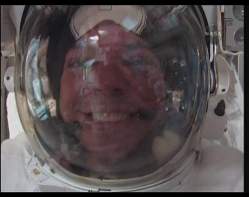 [STS-130] Endeavour : fil dédié au suivi de l'EVA#1 Behnken & Patricks - Page 2 Sans_t81